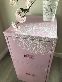 How to paint Metal Cabinets easily – Colorful Designer Painted Metal Desks, Paint Metal, Metal Desk Makeover, Furniture Makeover, Painting Metal Cabinets, Painted File Cabinets, Painting Furniture, Diy File Cabinet, Stencil Painting