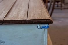 How to create a faux reclaimed wood look on a solid painted wood table top using just a circular saw and paint. Dark Wood Furniture, Reclaimed Wood Table, Fake Wood, Wood Table Diy, Diy Wood Bench, Wooden Table Top, Diy Wood Shelves, Reclaimed Wood Table Top, Distressed Wood Frames