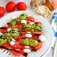 Non-fat creamy salad sauce recipe DIY Recipe Source Caprese Salad Recipe, Salad Sauce, Salad Recipes, Salad Bar, Cooking Recipes For Dinner, Healthy Cooking, Healthy Eating, Healthy Recipes, Healthy Meals