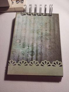 Tips de encuadernación por Scraper Monguer #scrapbooking #encuadernacion #binding #tip #scraptip Scrap, Notebook, Spirals, Champs, The Notebook, Exercise Book, Notebooks