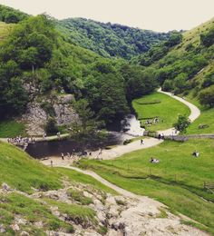 Dovedale Valley - Peak District Cool Places To Visit, Places To Travel, Travel English, Places In England, British Countryside, South Yorkshire, Peak District, Weekends Away, Green Landscape