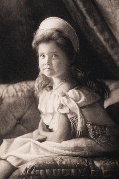 Grand Duchess Maria Nikolaevna of Russia in court dress, 1904 La Familia Romanov, Romanov Sisters, Grand Duchess Olga, Court Dresses, Imperial Russia, Vintage Images, Lady, Royalty, Artwork