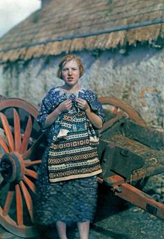 In 1927, a National Geographic photographer documented the Emerald Isle with one of the first color photography processes.
