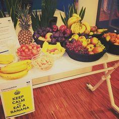 Tänään Tikkurilan Laurea-kirjastossa on tarjolla herkullinen ja vitamiinipitoinen ylläri opiskelijoille. Ota bansku, jotta jaksat pimeän marraskuun yli.  Keep calm and eat a banana!