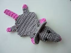 Free crochet pattern for flat mouse/ bookmark