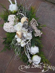 "Blog Kwiaciarni ""Pod Żółtą Różą"" » 2015 » Listopad Xmas Flowers, Grave Flowers, Cemetery Flowers, Funeral Flowers, Big Flowers, Amazing Flowers, Dried Flowers, Wedding Flowers, Arte Floral"