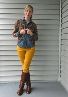 Fashion, grad school style, how to wear layers, law school style, leopar Mustard Jeans Outfit, Yellow Jeans Outfit, Colored Pants Outfits, Mustard Yellow Pants, Colored Jeans, Casual Chic, Gold Pants, Casual Fall Outfits, Casual Boots