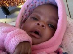 Support Rorisang as the Cutest Baby February 2016 and help them win cash prizes.