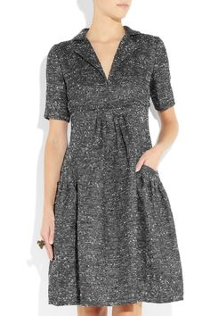 Oscar De La Renta V-Neck, empire waist, extra fullness at tummy and a bit of flare to the skirt, little sleeves to hide flippyflappy upper arm action, CUTE POCKETS!