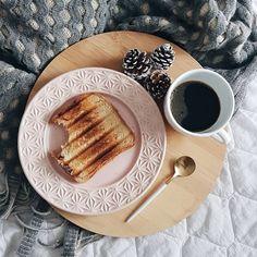 .  #morandocomamor #homesweethome #homedecor #instadecor #decoracao #minhacasapop #decorarmm #decorfeelings #decorhome #cafedatarde #cafenacama #amor #instapic #carinho #boatarde #hyggedecor #pics #cafetumblr #pinterest #pinterestinteriors #casadepinterest #pinteresthome #scandinaviandecor #nordicdecor #cafe #coffe