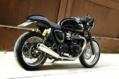 Triumph Street Twin turns into a small Thruxton! Very hard to guess!