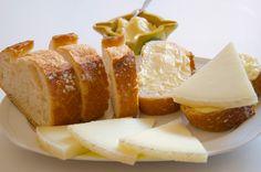 Receta Las Terceras: Pan con ajoaceite y queso tierno Las Terceras #cheese #gourmet #bread