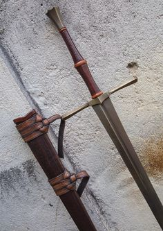 Langschwert im Stil des späten Jahrhunderts. Swords And Daggers, Knives And Swords, Sword Hilt, Cool Swords, Sword Design, Medieval Weapons, Arm Armor, Fantasy Weapons, Fantasy Inspiration