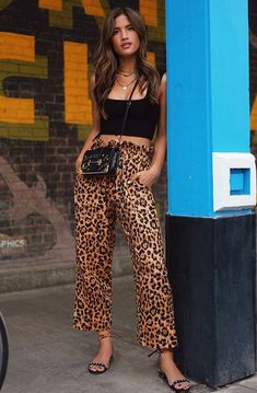 Simple Summer to Spring Outfits to Try in 2019 – Prettyinso Animal Print Pants, Animal Print Outfits, Animal Print Fashion, Fashion Prints, Animal Print Clothes, Italian Fashion, European Fashion, European Style, Style École