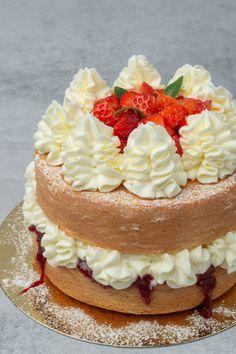 Tender, moist, tall Sponge cake full baking guide - Spatula Desserts Victoria Sponge Cake, Victoria Sponge Recipe, Strawberry Cake Recipes, Cupcake Recipes, Cookie Recipes, Types Of Cakes, Types Of Sponge Cake, Sponge Cake Recipes, Deserts