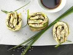 Pilz-Omelett-Röllchen - mit Shiitake und Sesam - smarter - Kalorien: 266 Kcal - Zeit: 15 Min. | eatsmarter.de