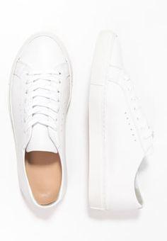 Filippa K KATE - Sneaker low - white - Zalando. White Tennis Shoes, Dark Art Drawings, Dna, Louis Vuitton, Sneakers, Closet, Fashion, Tennis, Moda