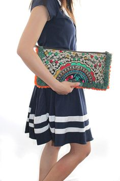 Two Tone Pom Poms Clutch Bag Hill Tribe Fabric por ThaiHandbags