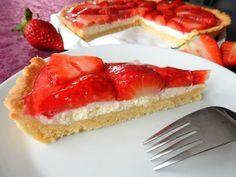 Super recept na výborný jahodový koláč. Koláč má skvělou a svěží chuť. Jahodový koláč je snadný na přípravu a pohladí oko i naše chuťové pohárky. Recept, který musíte vyzkoušet. Tento jahodový koláč má ...