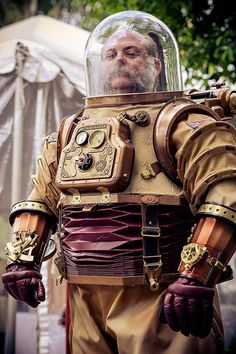 Gaslight Gathering 3 | Flickr - Photo Sharing! Found via Propnomicon (http://propnomicon.blogspot.com/2013/08/steampunk-spacesuit.html)