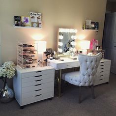 10 Unique House Decoration and Design Ideas for Your Home Vanity Room, Glam Room, Makeup Rooms, Coffee Table Design, Beauty Room, My Room, Decoration, Bedroom Decor, Bedroom Ideas