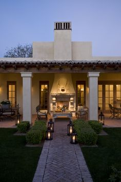 Lanterns add so much to this outdoor space.