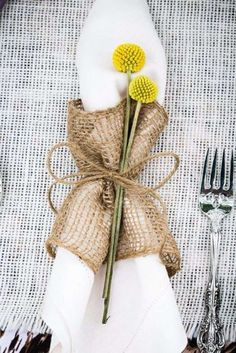 Napkins Wedding Folds - 40 ideas for a beautifully decorated table, # beautiful . - Picture clubs Napkins Wedding Folds - 40 ideas for a beautifully decorated table, . Wedding Linens, Wedding Napkins, Wedding Table, Diy Wedding, Rustic Wedding, Christmas Table Decorations, Decoration Table, Wedding Decorations, Rustic Napkins