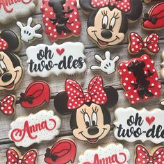 oh TWOdles! I love minnie mouse cookies 🎀 . - Just Pin Minnie Mouse Clubhouse, Minnie Mouse Theme Party, Minnie Mouse Birthday Cakes, Mickey Mouse Birthday, Birthday Cookies, Mickey Cakes, Minnie Mouse Cupcake Toppers, Minnie Mouse Cookies, Red Minnie Mouse