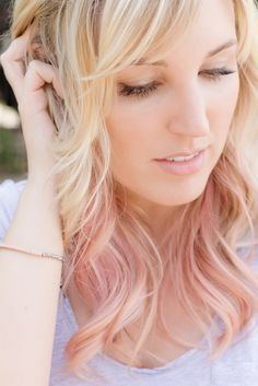 Idée Couleur & Coiffure Femme 2018 : Description not a fan of the actual style but the rose ombre is exactly what i want Blonde Hair With Pink Highlights, Rosa Highlights, Rose Gold Hair Brunette, Pink Blonde Hair, Blonde With Pink, Gold Blonde, Hair Chalk, Hair Today, Balayage Hair