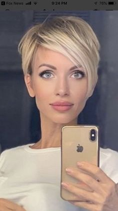 Super cute with her thin features Super cute . Super cute with her thin features Super cute with her thin features Gallery Ideas] Latest Short Hairstyles, Cool Hairstyles, Short Blonde Haircuts, Popular Hairstyles, Formal Hairstyles, Hairstyle Ideas, Short Hair Cuts For Women, Pixie Haircut, Short Haircut