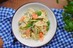 Makaron z wędzonym łososiem i szparagami Potato Salad, Curry, Potatoes, Ethnic Recipes, Curries, Potato