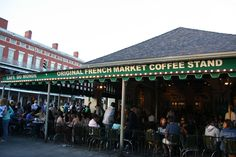 These six quick tips will make your trip to Cafe du Monde in New Orleans totally fun and painless - you'll be dining like a local!