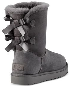 From UGG®, the Bailey Bow II boots Twinface upper, pre-treated to repel moisture and stainssuede heel counterFixed bows along back shaftNylon bindingleather heel logo sheepskin insoleTreadlite by UGG outsoleApprox. Ugg Boots With Bows, Bow Boots, Cute Boots, Tall Ugg Boots, Ugg Winter Boots, Ugg Boots Outfit, Ugg Style Boots, Ugg Shoes, Botas Dr Martens