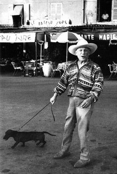 by Marc RIBOUD - Pablo Picasso and Lump his dachshund, Saint-Tropez, 1957 Marc Riboud, Pablo Picasso, Dachshund Funny, Dachshund Love, Daschund, Dachshund Puppies, Picasso Dachshund, Vintage Dachshund, Francisco Goya