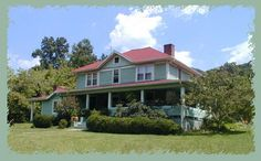 """Barnardsville, NC - Organic, holistic, and peaceful are key words to describe Hawk and Ivy Bed & Breakfast. The innkeepers, proponents of """"slow food"""" and supporters of local farms, see that nice touches such as edible flowers grace the table. Guests enjoy the waffles with fresh berries."""