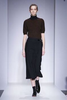 Margaret Howell Ready To Wear Fall Winter 2015 London Runway Fashion, Fashion Outfits, London Fashion, Fashion News, Casual Outfits, Women's Fashion, Margaret Howell, Androgynous Fashion, Live Fashion