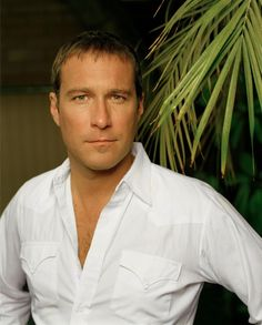 I dunno why but I'll always be obsessed with John Corbett. I just think he's gorgeous! My kind of man!