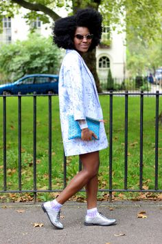 oasis jaquard coat, linen shorts with scallop hem, linen shorts, asos shorts, zara jumper, falconwright leather clutch, leather clutch, lace up flat shoes, brogues, asos brogues, lace socks, frederique tietcheu, freddie tietcheu, personal stylist, asos personal stylist, afro
