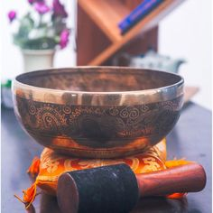 Goddess carved antique finish mantra healing yoga meditation singing bowl offered by Best Himalaya is made with multiple circles at outer surface. Walking Meditation, Daily Meditation, Meditation Music, Patchouli Essential Oil, Essential Oils, Witch Tv Shows, The Good Witch, Singing Bowl, Serving Bowls