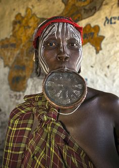 Mursi Tribe Woman With A Huge Lip Plate, Hail Wuha Village, Ethiopia Mursi Tribe, Eric Lafforgue, African Tribes, Body Adornment, Culture, Body Modifications, People Of The World, Ethiopia, Traditional Art
