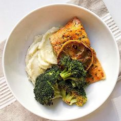www.sizzlefish.com  This Sockeye Salmon meal is definitely a flavorful twist on a classic dish @fitandwellmedgal! _  Head to our website: www.sizzlefish.com to order your perfectly portioned fish and shellfish today! Don't forget! Free shipping on all orders!