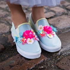 Sophia Webster Shoes, Embellished Sandals, Luxury Shoes, Types Of Fashion Styles, Summer Shoes, Baby Shoes, Floral Prints, Luxury Fashion, Footwear