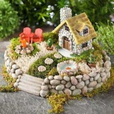 Fairy garden ideas for everyone. Check out the best miniature DIY garden designs for 2020 here. Indoor Fairy Gardens, Mini Fairy Garden, Fairy Garden Houses, Diy Garden, Miniature Fairy Gardens, Garden Crafts, Garden Projects, Garden Bed, Fairy Gardening