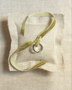 Hessian ring pillow with velvet ribbon