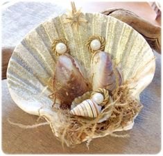 Mussel Shell Manger Scene This Seashell Manger Scene Christmas Nativity Ornament is sure to be a favorite. This handmade Nativity Manger Scene Ornament was madThis Seashell Manger Scene Christmas Nativity Ornament is sure to be a favorite. Seashell Christmas Ornaments, Nautical Christmas, Nativity Ornaments, Nativity Crafts, Christmas Nativity, Christmas Art, Christmas Projects, Handmade Christmas, Holiday Crafts