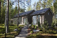 Log Cabin Exterior, Cottage Exterior, Outdoor Garden Rooms, Scandinavian Cottage, Dark House, Modern Ranch, Small Buildings, House Landscape, Cabins In The Woods
