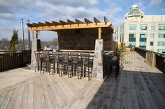 Arlington Rooftop Bar and Grill's namesake space has a slate bar at the center of the rooftop with movable bar stools. Photo: Courtesy of Arlington Rooftop Bar and Grill