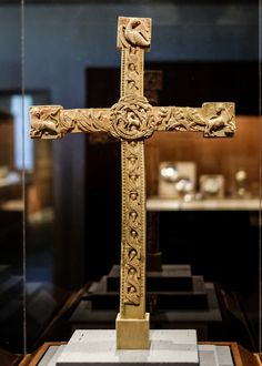 Altar Cross, Walrus ivory with traces of polychromy, England, ca. The Cloisters, Medieval Art, Altar, Art Museum, England, Ivory, United Kingdom