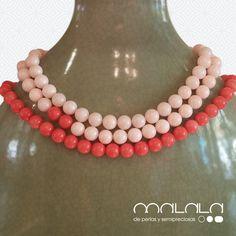 #Collares en tono #coral. El central lleva dos piezas rojas. Un guiño a la belleza de la asimetría. #hechoamano #joya #accesorios
