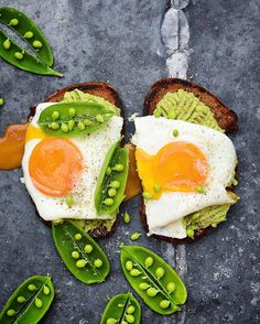 Massaman Curried Toast with Avo Spread, Runny Eggs and Peas for Breakfast! #goodmorning